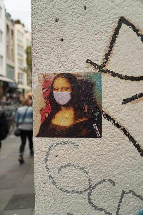 Mona Lisa mit Maske. Sticker