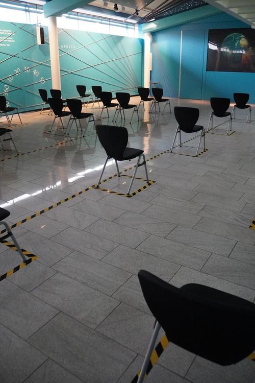 Stadthistorisches Museum, Abstand zwischen Stühlen