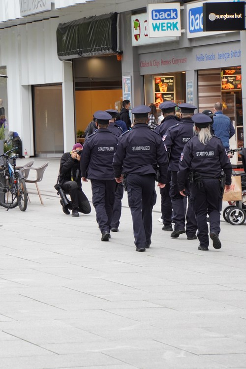 Polizei Maskenkontrolle Zeil. Journalist, Fotograf