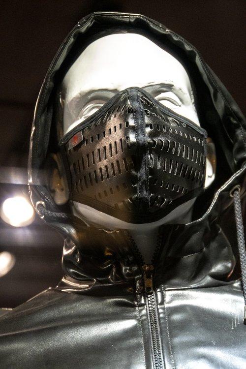 Ruff Gear Frankfurt. Schaufensterpuppen mit Maske