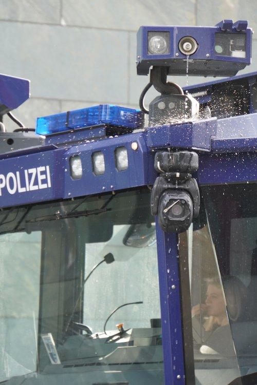Antifa Demo. Polizei-Wasserwerfer