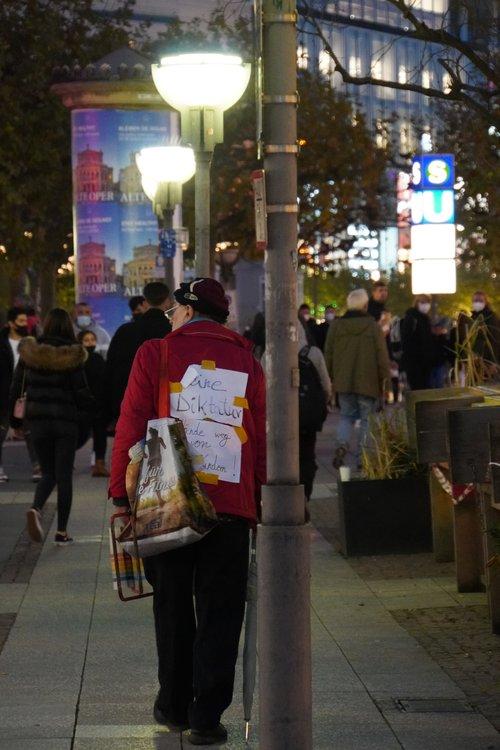 Querdenken Demo nach Auflösung Goetheplatz. Keine Diktatur