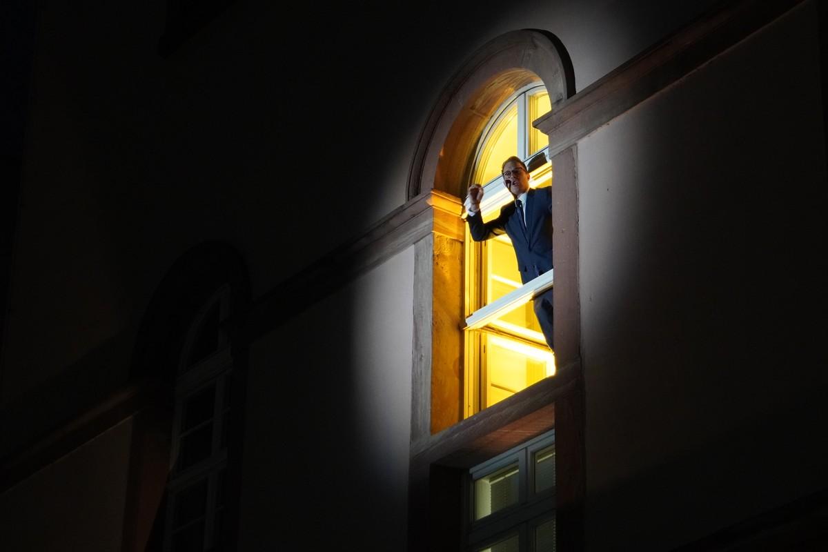 Staatstheater Mainz Protest-Aufführung im Lockdown. Rede am Fenster