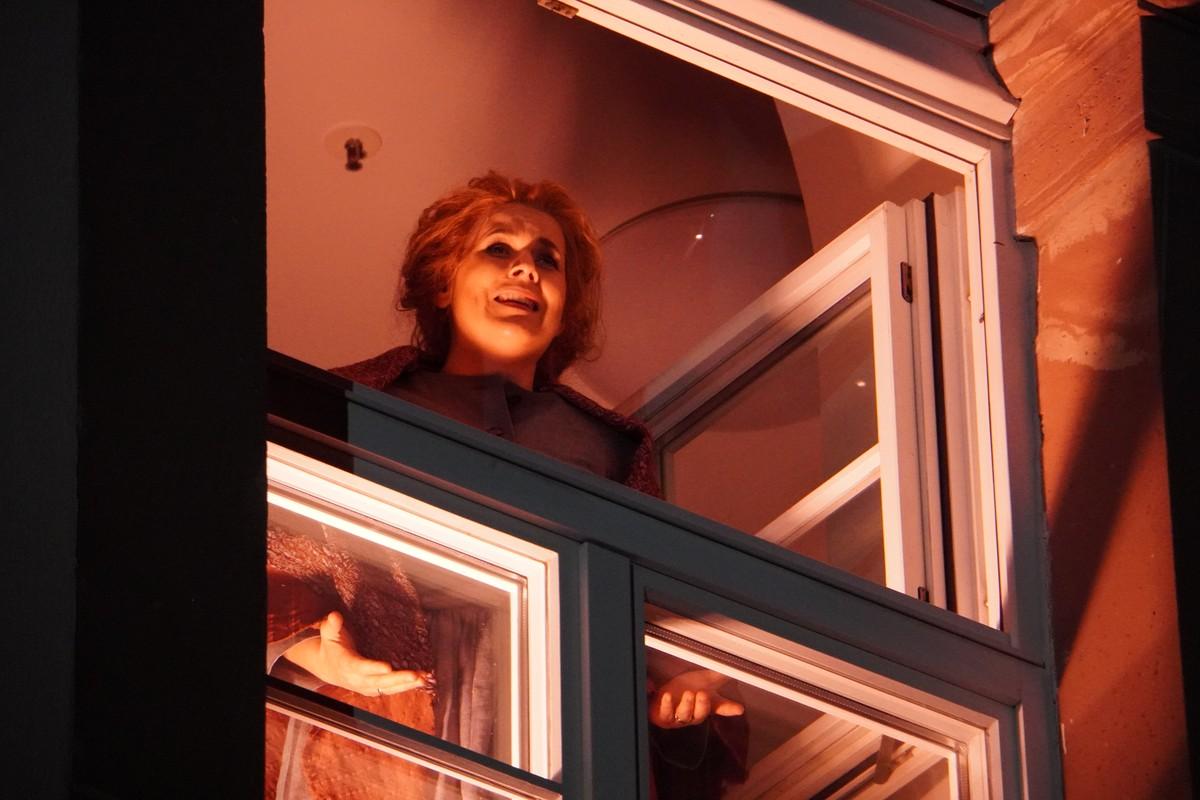 Staatstheater Mainz Protest-Aufführung im Lockdown. Arie/ Gesang am Fenster
